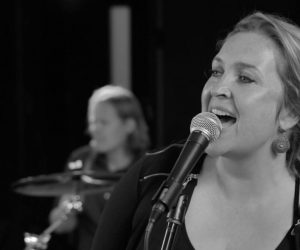 Carrousel Trio / Standaard Live - Saving all my love for you